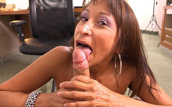mompov-latina-granny-fucks