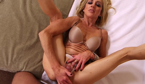 mompov-stephanie-rough-sex